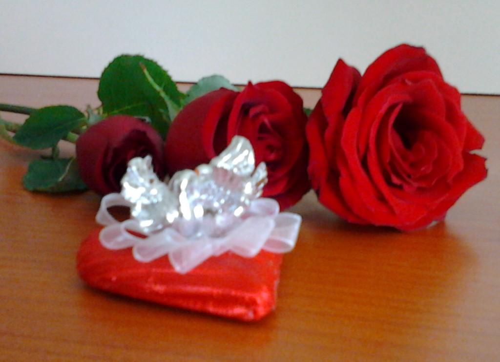 kalp özel paket nişan çikolatası ve gül
