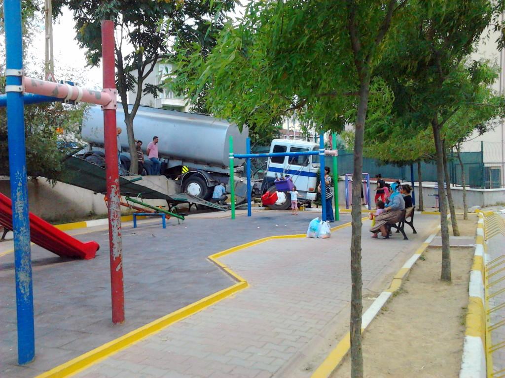yokuş aşağı park edilen tankerin sonu