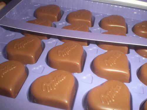 milka pralines vanilya dolgulu kalpli çikolata