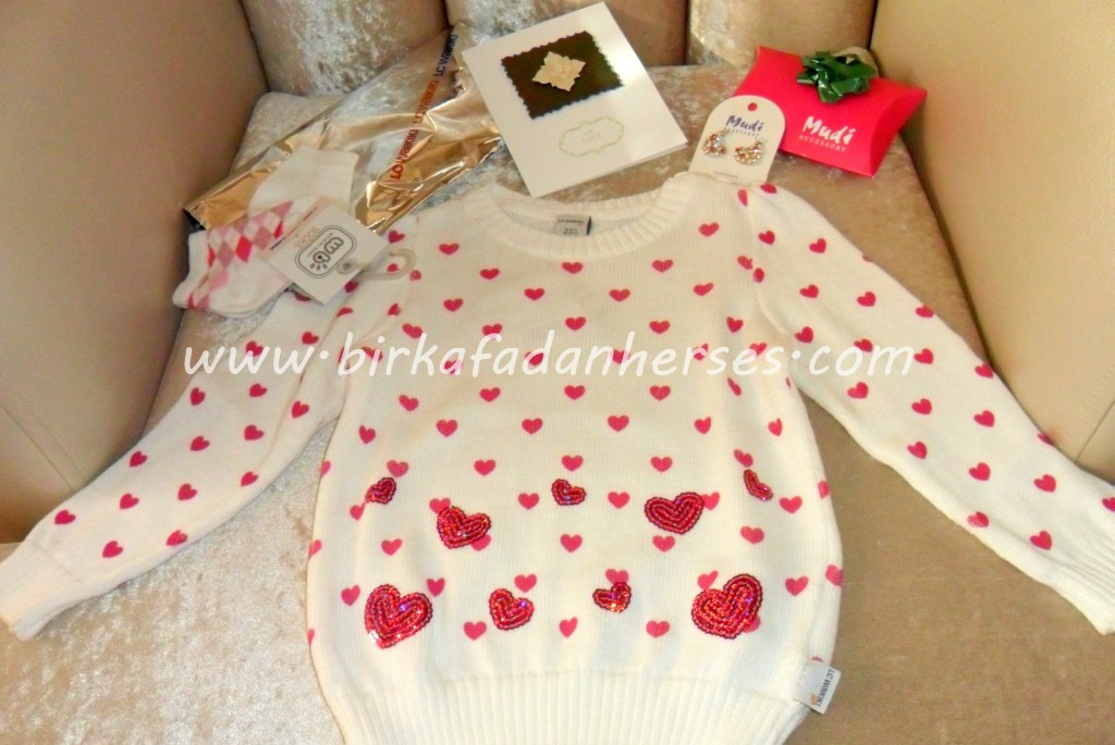 kız bebek kıyafeti çorabı -incili kart- taşlı küpe