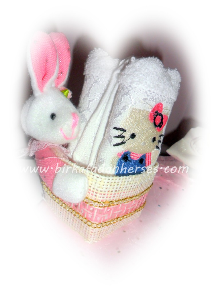 pembe tavşanlı sepet hello kitty havlu
