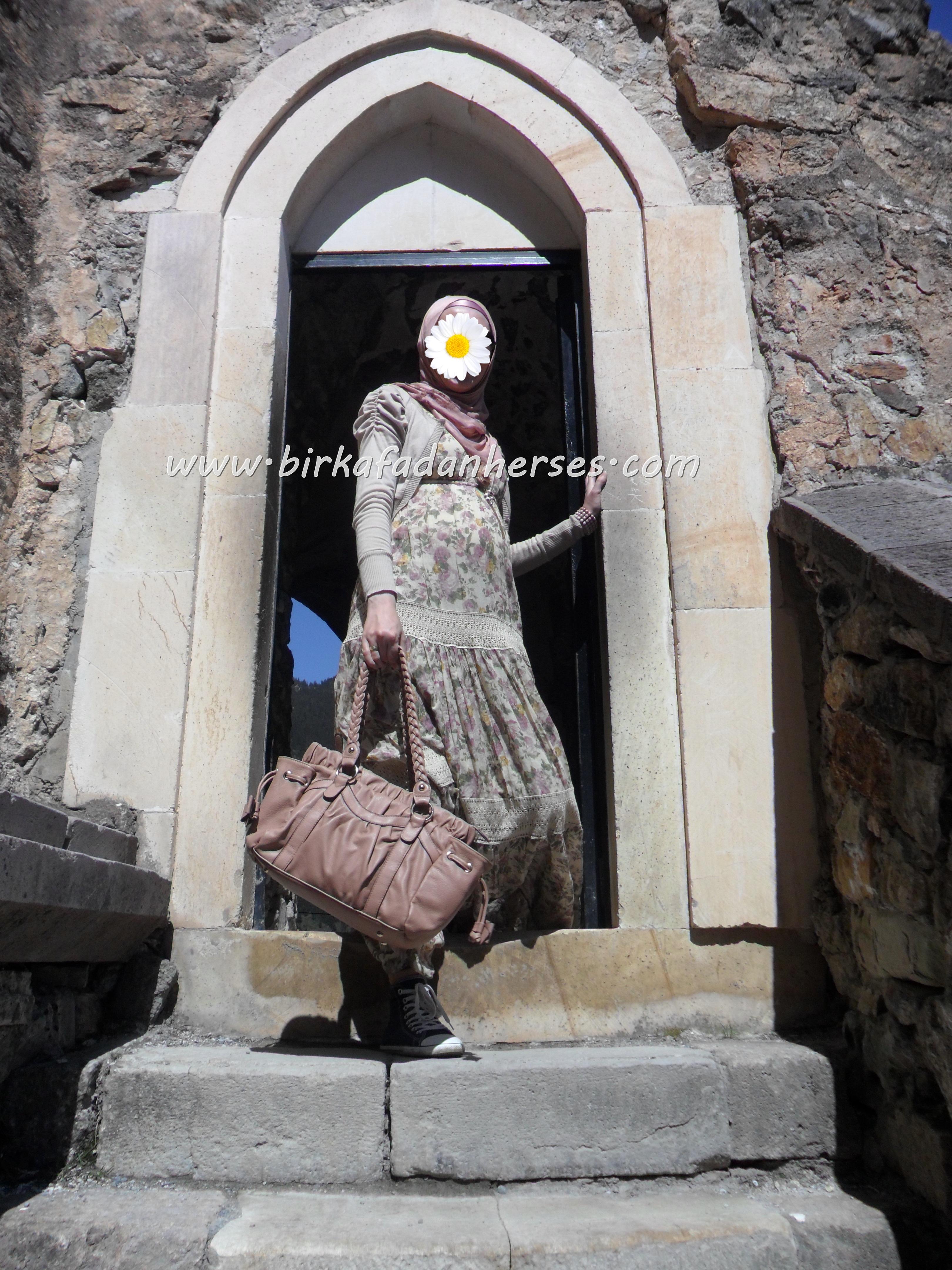 sümela manastırı giriş kapısı