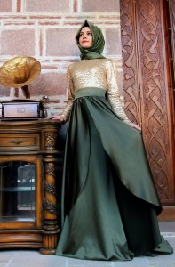 Gamze Polat 2015 zümrüt yeşili altın payetli abiye elbise