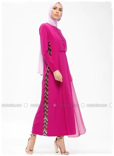 2272142c188f5 ... birbirinden güzel tesettür bayramlık elbiseleri sizlerle paylaşmak  istiyorum.. Beğendikleriniz olursa elbiselerin altındaki linklere tıklayıp  fiyat, ...