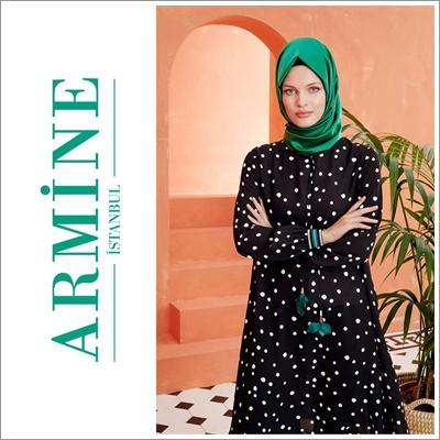 ef6d633af38f9 ... kış koleksiyonuyla yenilikleri de peşine takıyor. Markanın minimalist  silüeti yansıtan elbiseler, trendleri ayrıntılara alarak ikonikleşiyor.